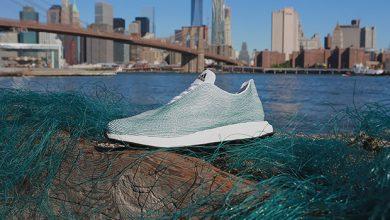 Foto de Tênis feito com plástico do oceano é lançado por marca