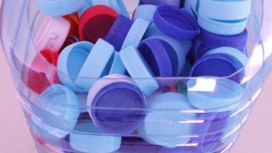 Foto de Tampas plásticas ajudam pessoas com deficiência